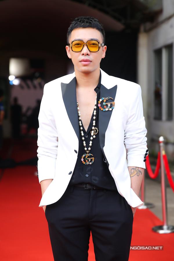 Stylist Hoàng Ku.