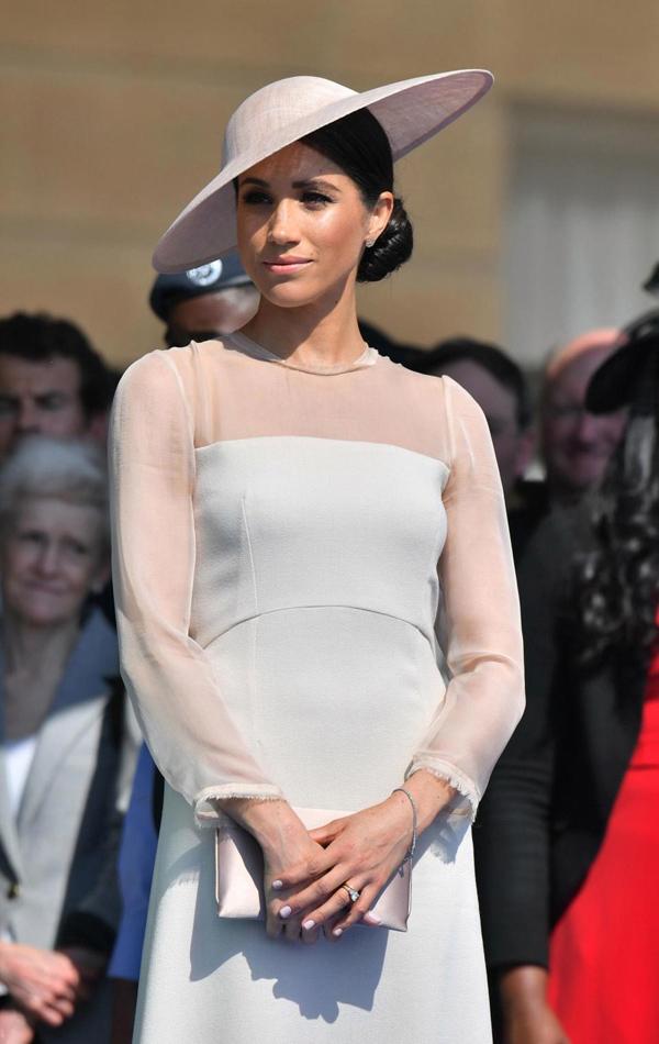 Mẫu váy thương hiệu Meghan yêu thích vào top được tìm mua nhiều nhất - ảnh 1
