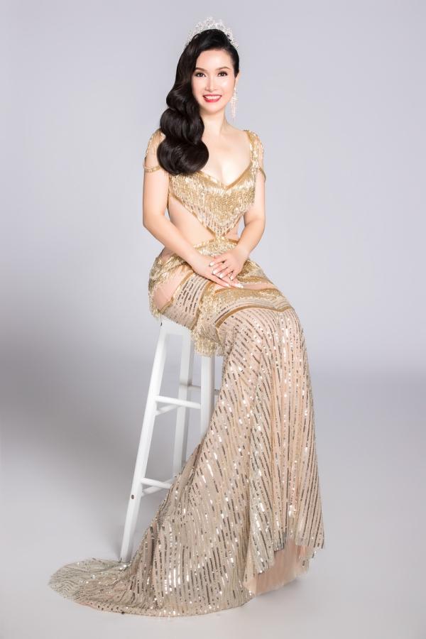 Bùi Bích Phương giành vương miện Hoa hậu Hội báo Tiền Phong - tiền thân của cuộc thi Hoa hậu Việt Nam - năm 1988.