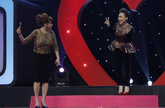 Việt Hương cũng là thành viên ban cố vấn gameshow này. Danh hài góp ý Lê Giang nên hát bằng tông thấp nếu muốn bày tỏ tình cảm với người khác.