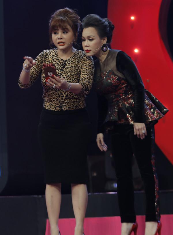 Việt Hương khá bất ngờ khi biết Lê Giang bắt chước trào lưu quay video, tự gây chú ý để tìm một nửa giống giới trẻ hiện tại.