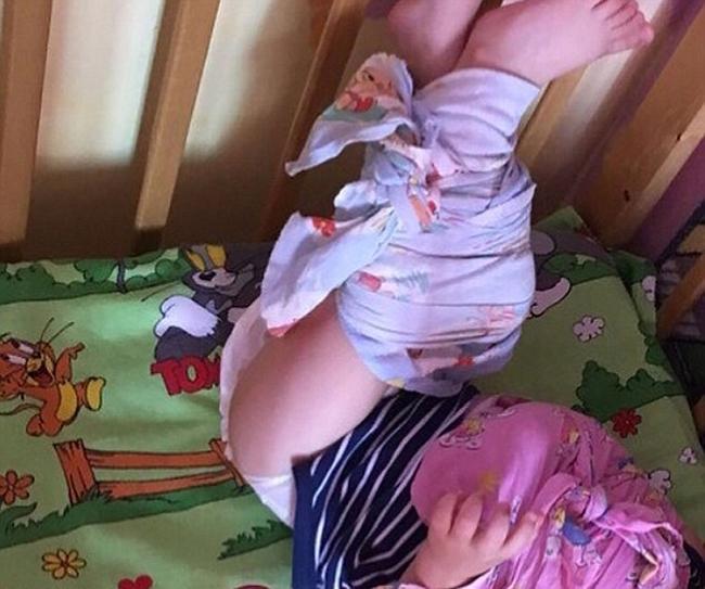 Nhà trẻ ở Nga bị điều tra vì trói chân tay trẻ vào cũi - ảnh 3