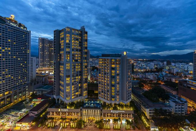 Toà tháp căn hộ 29 tầng vớicác căn hộ hướng biển trực diện, nằm ngay trung tâm của cung đường vàng Trần Phú.