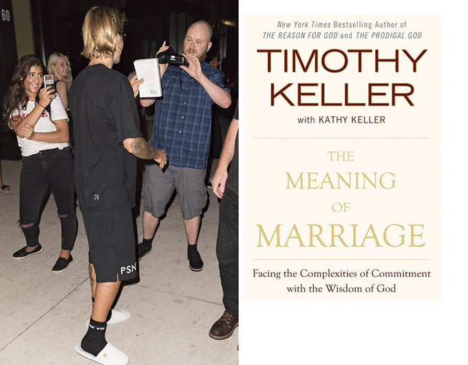 Nam ca sĩ đang đọc cuốn sách Ý nghĩa của hôn nhân.