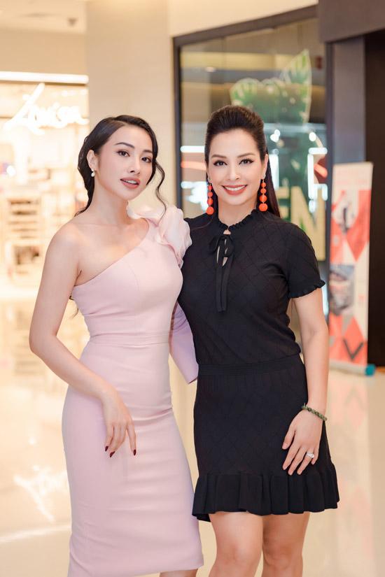 Yaya Trương Nhi khoe khéo vóc dáng gợi cảm bên đàn chị Thúy Hằng.