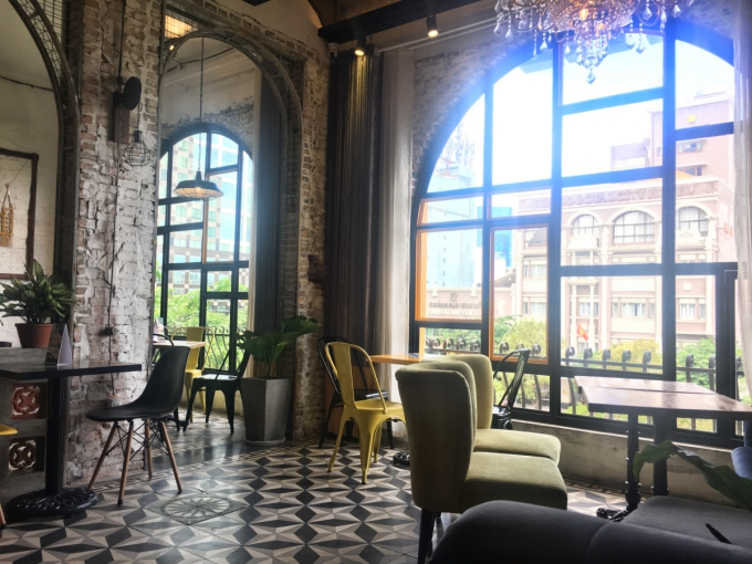 Bốn quán cà phê khu trung tâm Sài Gòn cho chiều chủ nhật mưa gió