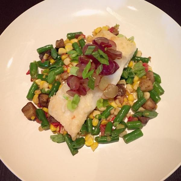Thực đơn mỗi ngày của cô đều chỉ từ 1.200 đến 1.500 calo, bao gồm: Bữa sáng: trứng và thịt xông khói, cà phê với kem bông tuyết và cỏ ngọt  - Bữa trưa: salad với cá ngừ, rau và pho mát hoặc bơ  - Bữa tối: trứng tráng với phô mai và rau  - Bữa ăn nhẹ: phô mai hoặc bơ đậu phộng