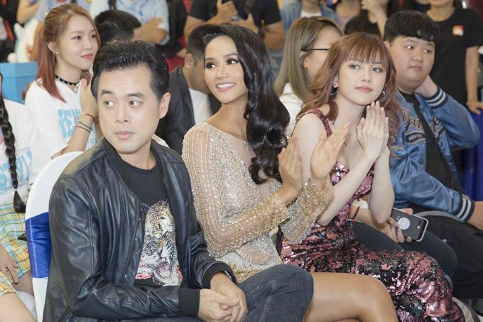 HHen Niê làm khán giả ngạc nhiên khi xuất hiện với mái tóc dài - 3