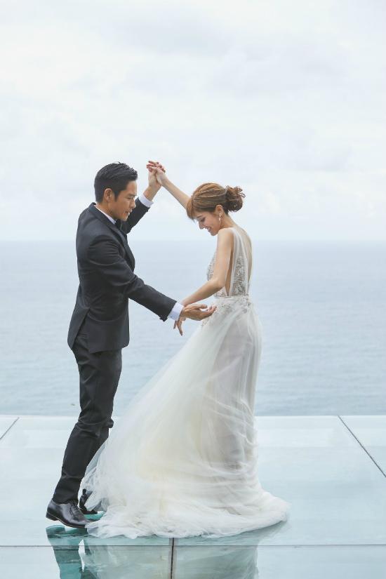Bát a ca của Bộ Bộ Kinh Tâm và nàng hoa hậu kém 22 tuổi có đám cưới đẹp như mơ - ảnh 2