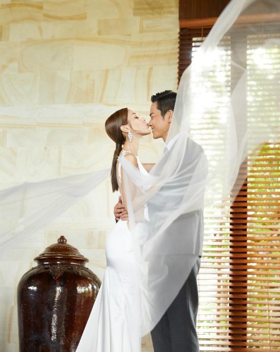 Bát a ca của Bộ Bộ Kinh Tâm và nàng hoa hậu kém 22 tuổi có đám cưới đẹp như mơ - ảnh 3