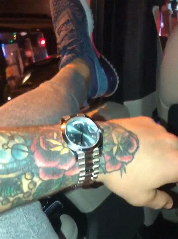 McGregor học Mayweather, khoe đồng hồ đắt tiền