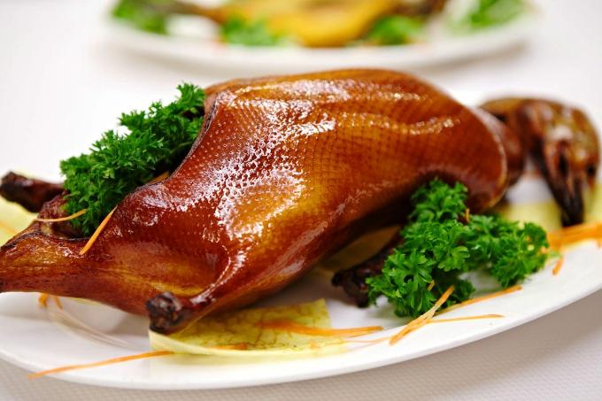 Vịt quay Bắc Kinh là món ăn hấp dẫn với nhiều thực khách yêu thích ẩm thực Trung Quốc.
