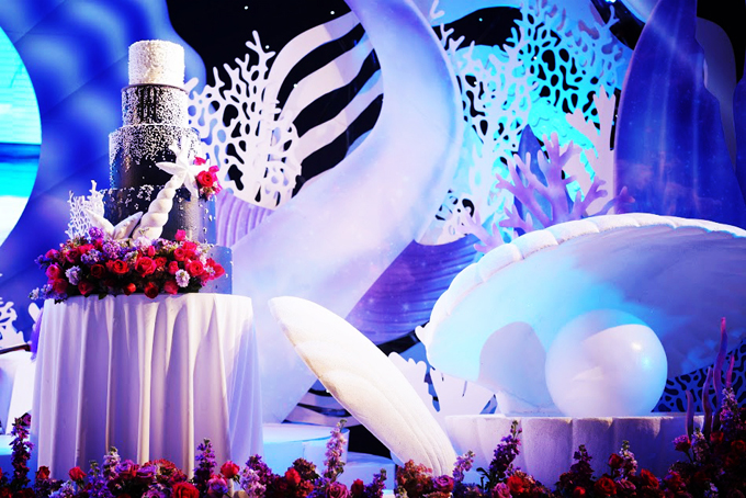 Cặp vợ chồng đem cả đại dương vào đám cưới khủng - 5