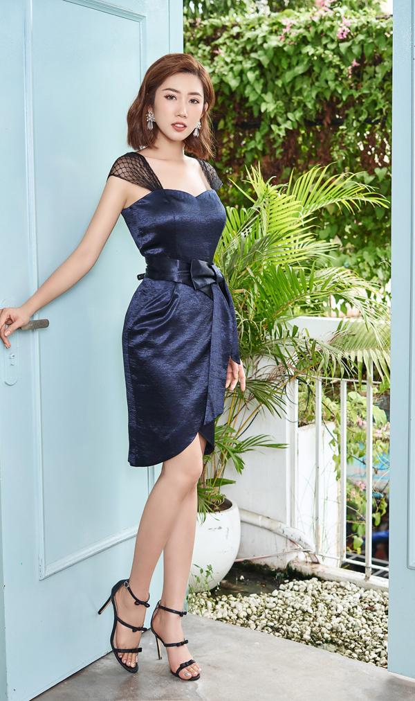 Những xu hướng váy thịnh hành như váy nhấn eo, váy xòe cổ điển, váy trễ vai...đều được nhà mốt Việt đưa vào bộ sưu tập mới.