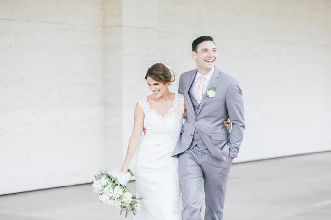 Bạn và nửa kia sẽ phải đưa rahàng nghìn quyết định trong suốt quá trình lên kế hoạch cưới và khó tránh khỏi bất đồng quan điểm. Ảnh: Weddingwire