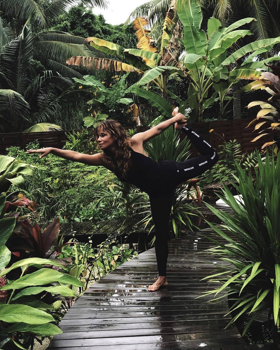 Bước sang tuổi 52, Halle Berry vẫn trẻ đẹp nhờ chăm vận động