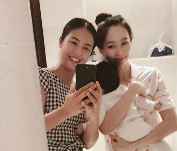 Hoa hậu Ngọc Hân đến thăm Đặng Thu Thảo vàcon gái đầu lòng.