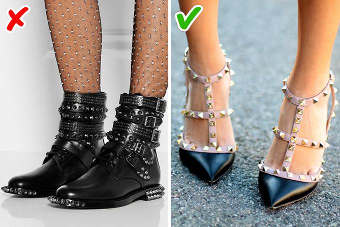 Đính quá nhiều kim loạiCá tính không đồng nghĩa với việc phủ đầy đinh gai lên giày. Chỉ cần một chút kim loại điểm xuyết, bạn sẽ trông ngầu hơn mà không mất đi vẻ thanh lịch.