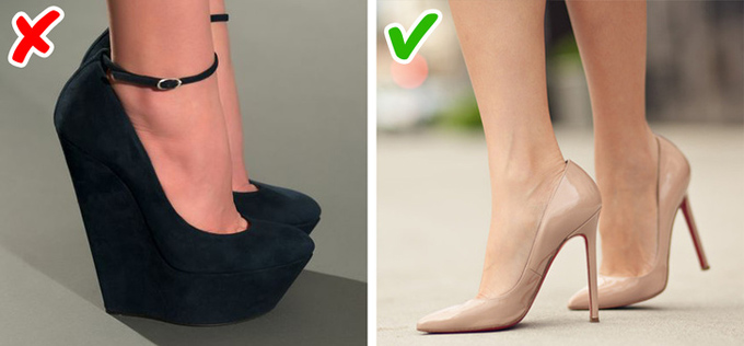 Giày đế thô quá caoNhiều cô gái khiêm tốn chiều cao có xu hướng chọn giày đế khủng nhằm cải thiện nhược điểm. Tuy nhiên, dù đắt đến mấy, các thiết kế này khó lòng thể hiện được nét sang trọng.