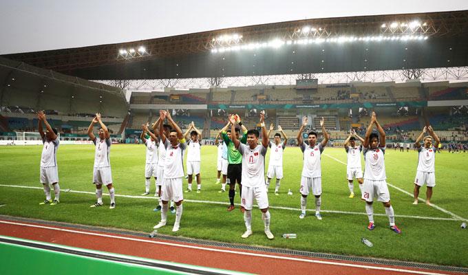 Các cầu thủ Việt Nam tiếp tục thực hiện ăn mừng theo phong cách Viking.