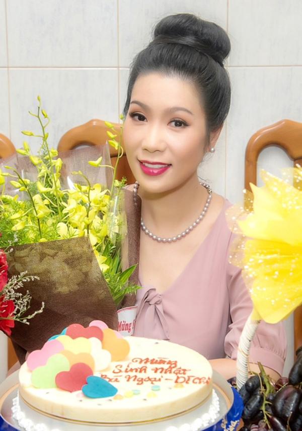 Trịnh Kim Chi tròn 47 tuổi vào ngày 20/8. Sau 24 năm đăng quang Á hậu Việt Nam, người đẹp vẫn giữ được nhan sắc trẻ trung, thần thái rạng ngời.