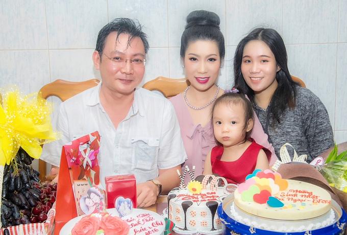 Vợ chồng Trịnh Kim Chi có hai con gái. Cô chị đã 16 tuổi, ra dáng thiếu nữ còn em út mới hơn 3 tuổi, rất lí lắc, đáng yêu. Á hậu hài lòng với hạnh phúc viên mãn hiện tại.