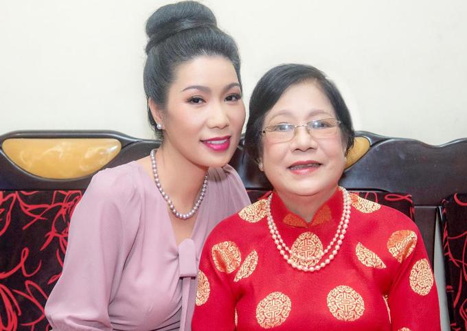 Mẹ Trịnh Kim Chi tự hào về cô con gái tài sắc vẹn toàn.