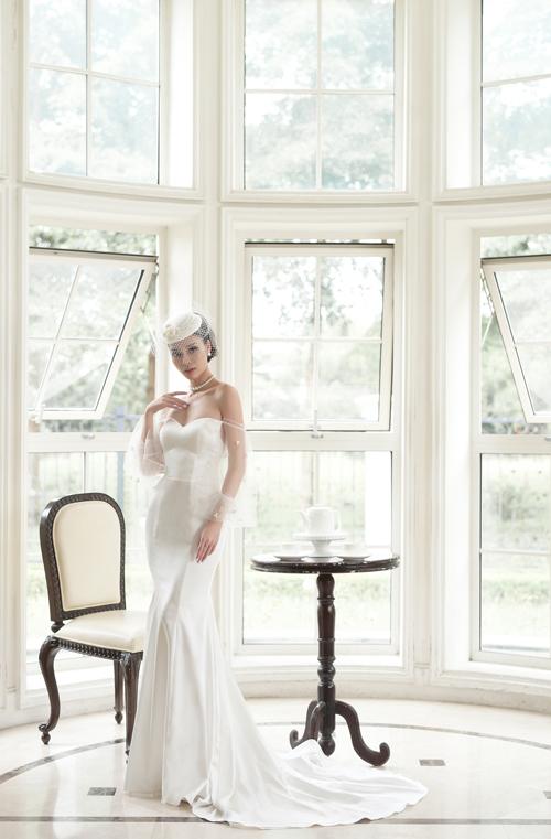 Bộ soiree cúp ngực trái tim sẽ giúp nàng dâu khoe khéokhuôn ngực nở nang, tròn đầy trong ngày cưới. Mẫu váy có thiết kế ôm sát đường cong cơ thể sẽ là lựa chọn hoàn hảo cho nàng dâu có vóc dáng cân đối, số đo ba vòng chuẩn chỉnh.