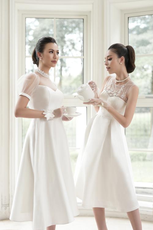 Nét tinh tế, quyến rũ đến khó cưỡng của chiếc váy cưới trắng tinh khôi sẽ khiến bạn không thể bỏ qua. Mẫu váy có dáng ngắn chữ Asẽ phù hợp hơn cả vào những ngày chớm thu. Tay áo ngắn, thiết kế cổ hai trong một, cúp ngực và cổ tròn từ vải voan mờ ảo tạo nên nét quyến rũ nhưng không kém phần sang trọng cho chiếc váy cưới.