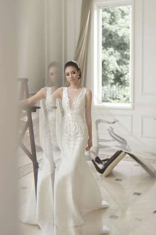 Váy cưới mang nét cổ điển, lãng mạn cho cô dâu thích sự tối giản - 6