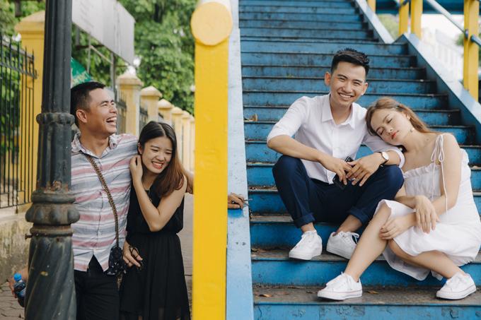 Trong bộ ảnh cưới, cặp vợ chồng đã dạo quanh những địa điểm nổi tiếng,những quán cafe nho nhỏ ở Hà Nội, ghé thăm ngôi trường của cả hailà Học viện Ngân hàng vàĐại học Kinh tế Quốc dân. Bên cạnh đó, uyên ương còn thực hiện thêm bộ ảnh tại studio.Tổng thời gian thực hiệnbộ hìnhcưới của Tuấn - Hiền diễn ra trong khoảng mộtngày rưỡi.