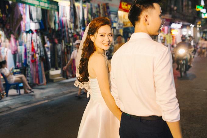 Tấm ảnh được thực hiện ở chợ đêm trong phố cổ Hà Nội.