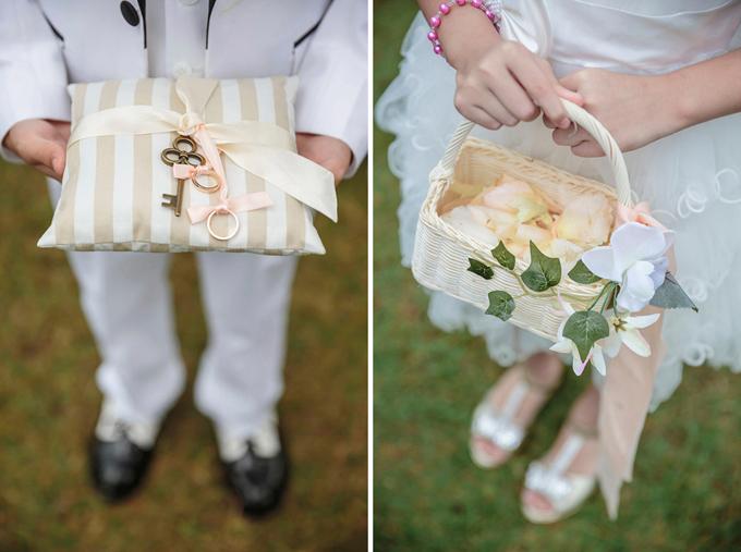 Phù dâu, phù rể nhí chịu trách nhiệm rải hoa dọc lễ đường và cầm nhẫn cho cặp vợ chồng.