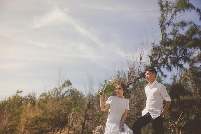 Cô dâu Nguyễn Quý Trân (SN 1989, quản lý quán ăn) và chú rể Hồ Lâm Nam Hanh (SN 1985, quản lý hiệu thuốc Tây) cùngsinh sống và lớn lên tại TP Phan Rang, Tháp Chàm, tỉnh Ninh Thuận. Ban đầu tôi không có ý định tổ chức hôn lễ lần hai nhân kỷ niệm 10 năm kết hôn. Tôi chỉ muốn dành thời gian đi du lịch cùng gia đình và bạn thân để thư giãn sau những ngày bận rộn. Thế nhưng, một ngày nọ nhóm bạn hỏi rằng tại sao tôi không tổ chức hôn lễ cho vui. Vậy là tôi chợt thấy ý tưởng này hay ho và bắt tay vào việc lên kế hoạch cho tiệc cưới.