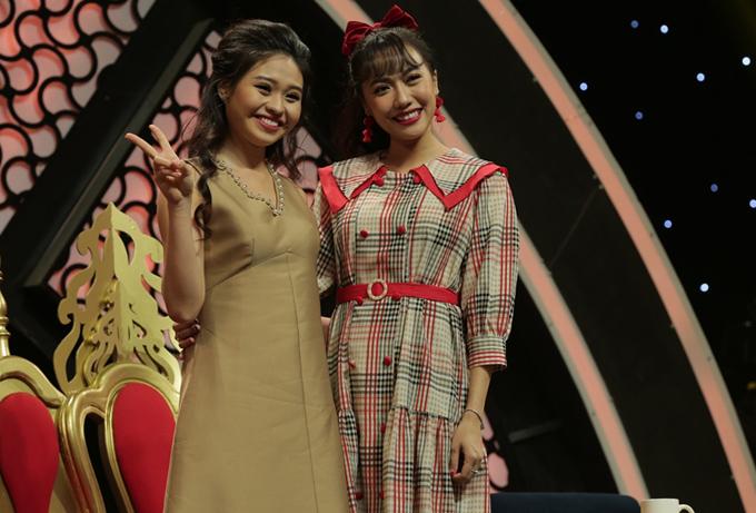 Diệu Nhi trông không ấn tượng khi mặc váy carô chụp ảnh cùng diễn viên Lê Lộc.