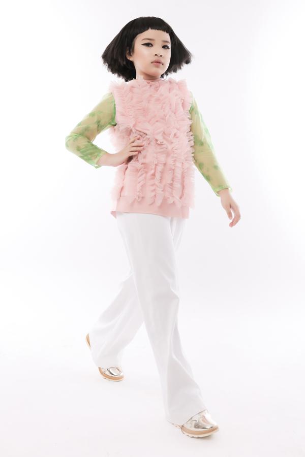 Vái lưới, vải xuyên thấu cũng được sử dụng cho dòng thời trang trẻ em với những cách khai thác trẻ trung, đáng yêu.