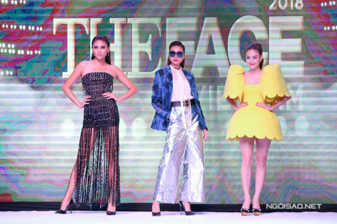 Bộ váy vàng tươi giúp Minh Hằng nổi bật khi xuất hiện cùng Võ Hoàng Yến và Thanh Hằng trên sân khấu.