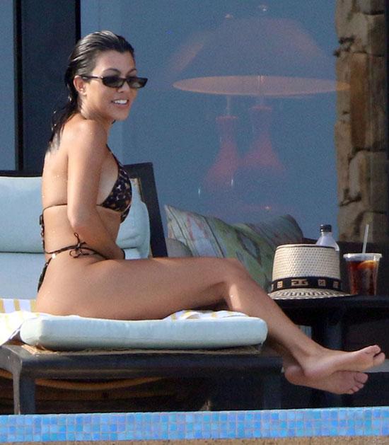 Kourtney-Kardashian-10-2136-1535168886.jpg