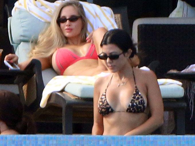 Kourtney-Kardashian-18-7463-1535168886.jpg