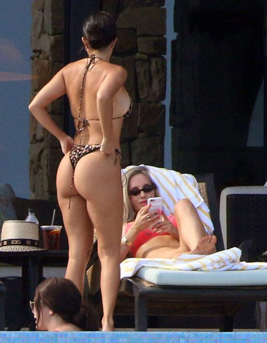 Kourtney-Kardashian-2-3383-1535168886.jpg