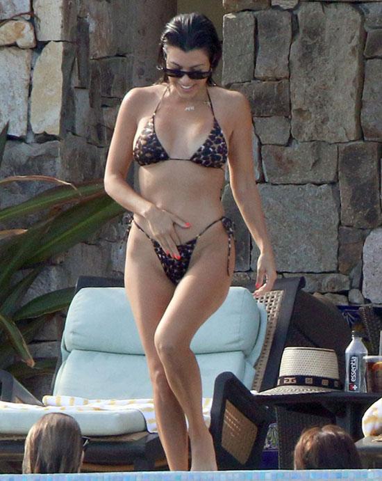 Kourtney-Kardashian-3-9976-1535168886.jpg