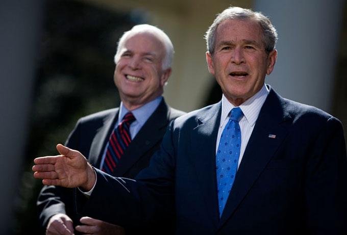 Tổng thống George W Bush ủng hộ Thượng nghị sĩ John McCain trong cuộc bầu cử tổng thống năm 2008. Ảnh: Alamy.