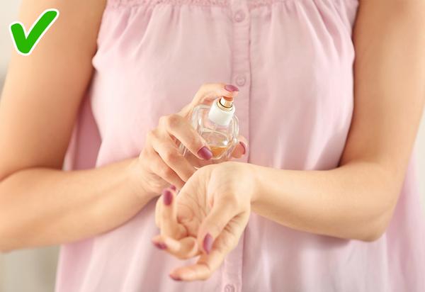 Nước hoa Đa phần đàn ông được hỏi đều trả lời rằng họ rất chú ý tới mùi hương của phụ nữ. Mặc dù không phân biệt được rõ ràng từng mùi hương nhưng phái mạnh khẳng định rằng họ chỉ thích hương thơm nhẹ nhàng, thoảng thoảng chứ không thích những mùi hương đậm hay sử dụng quá nhiều.