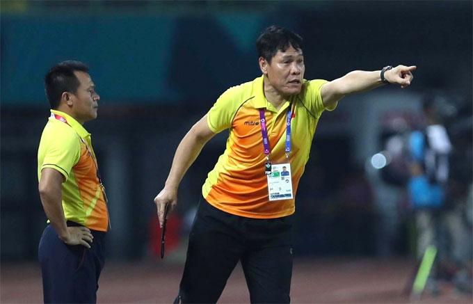 HLV thủ môn Nguyễn Đức Cảnh cũng nhắc nhở, động viên học trò.