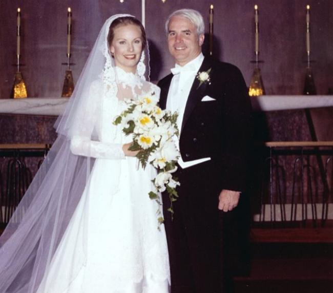 Đám cưới của McCain và vợ được tổ chức vào năm 1980.. Ảnh: Instagram.