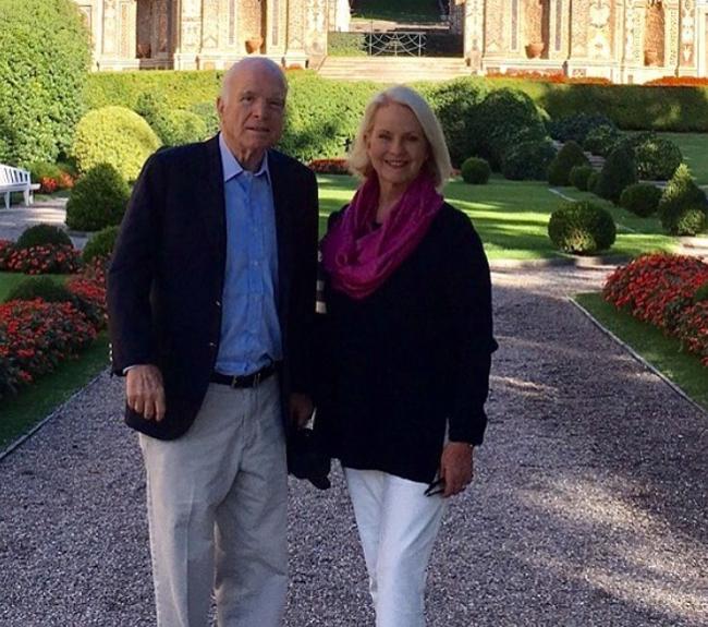 John McCain và cuộc hôn nhân gần 40 năm với mỹ nữ kém 17 tuổi