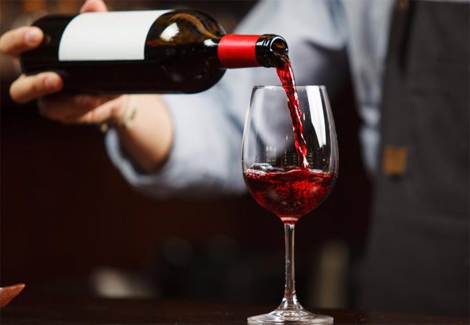 Đừng ngại khi lần đầu tiên là người tự chọn rượu vang cho bữa ăn nhà hàng.