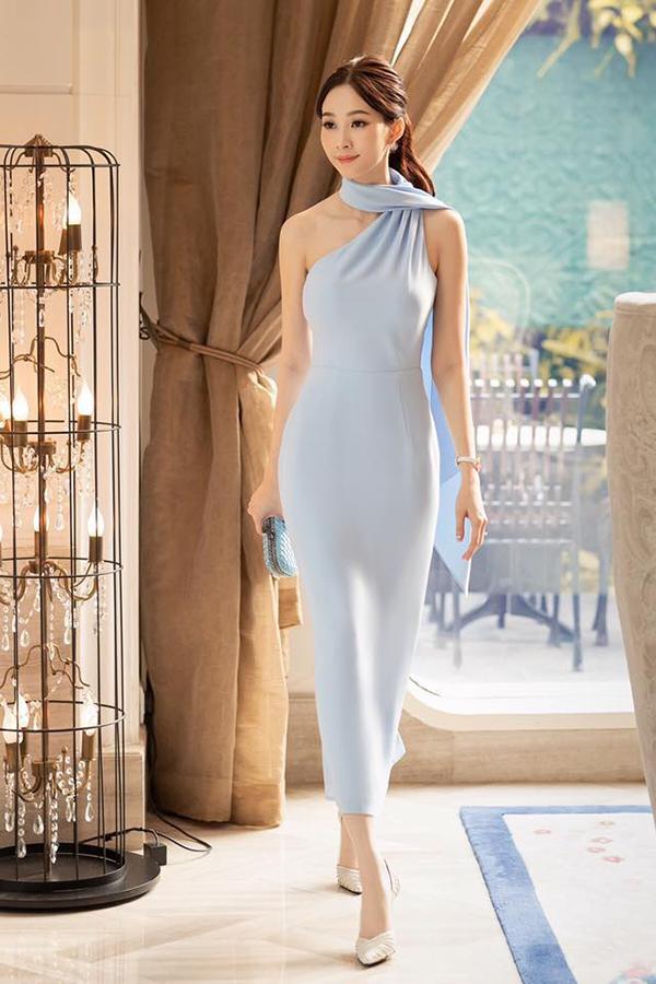 Đặng Thu Thảo với hình ảnh thanh lịch, thon thả sau khi sinh với mẫu váy mới nhất của Lê Thanh Hoà.
