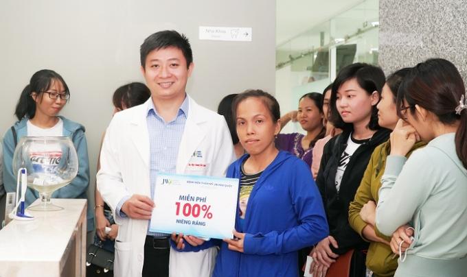 Chị Nguyễn Thị Thanh Hương là khách hàng may mắn trúng thưởng tại chương trình.