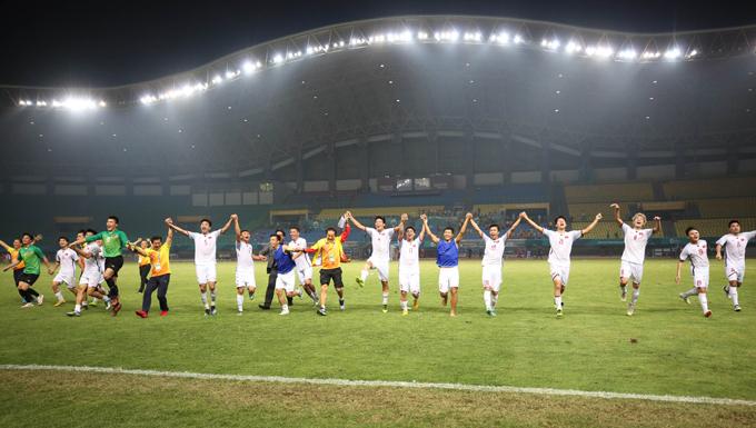 Sau trận thắng khá vất vả trướcSyria tại tứ kết Asiad,các cầu thủ Việt Nam đã rất phấn khích.